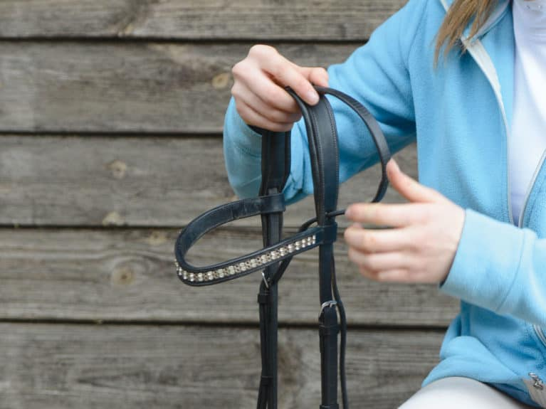 Attaching the noseband to a bridle
